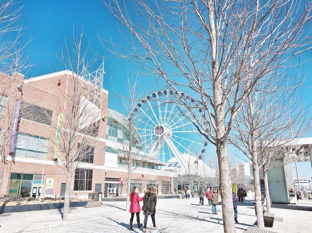 [美國芝加哥-景點推薦]在美國最大密西根湖岸碼頭樂園吹吹海風『海軍碼頭 Navy Pier』搭巨型摩天輪遠眺芝加哥 ♥ 小Connie愛夢遊。遊記