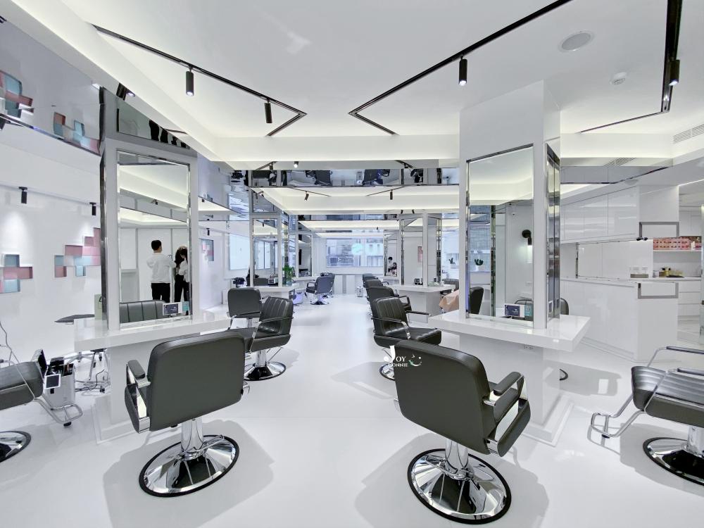中山區染髮空間採黑白裝潢設計