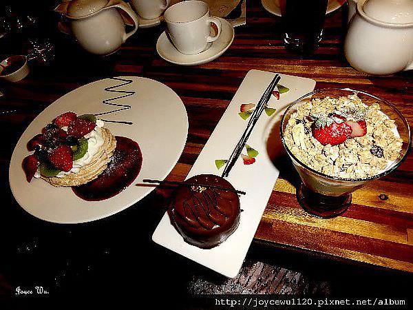 """[甜點。輕食] ♥ 9月咖啡館 September Café  必吃""""柏可尼霜餅"""" 早午餐 三明治 燉飯 (東區)/二訪  ♥ JoyceWu。食記"""